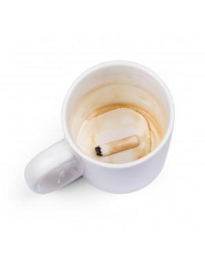 Mug avec cigarette au fond